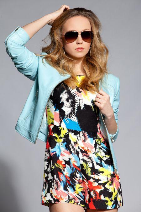 Нашето модно момиче облече пролетта на Totally Erected Store
