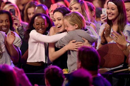 <!--:bg-->Анджелина Джоли взе награда за най-добра роля на лош герой<!--:-->