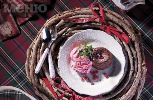 Как да си приготвим: Шоколадово суфле с малиново сорбе?