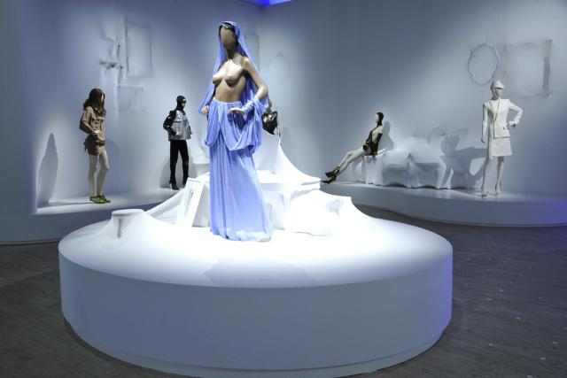 <!--:bg-->Готие поставя най-известната си изложба в Париж<!--:-->