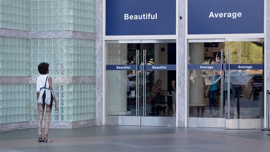 <!--:bg-->А вие коя врата ще изберете? Една реклама за женските красота и самочувствие<!--:-->