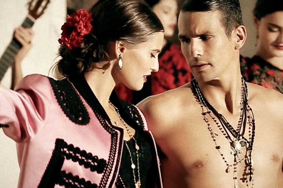 Топ 5 в петък: Обеците на Dolce&Gabbana с доставка до България