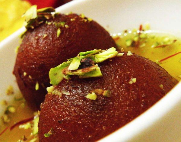 Сладките тайни на индийската кухня: Какво е гулаб джамун?