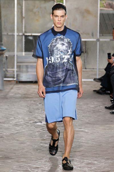 Наоми Кембъл в ревю на Givenchy, Тиши обяви завръщане към Haute Couture