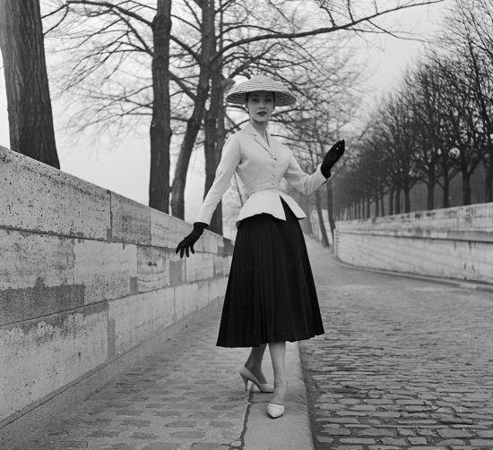 Френското градче Гранвил с изложба на Dior през лято 2015
