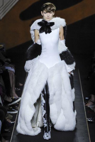 Първо ревю висша мода за Fendi и кожата, издигната в култ