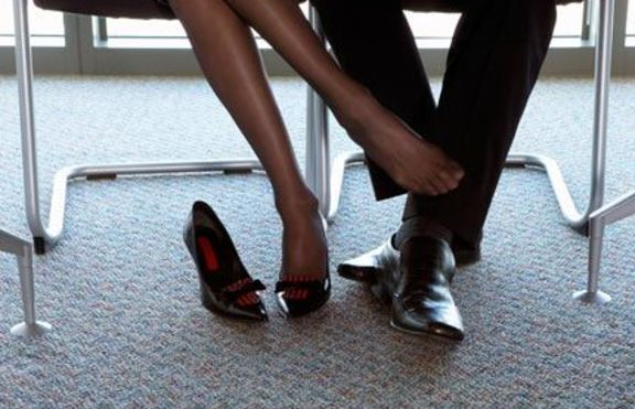 Какви са любовните ви афери на работното място според зодията