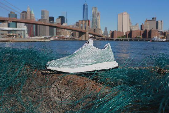 Adidas създадоха маратонки от боклуци, намерени в океана