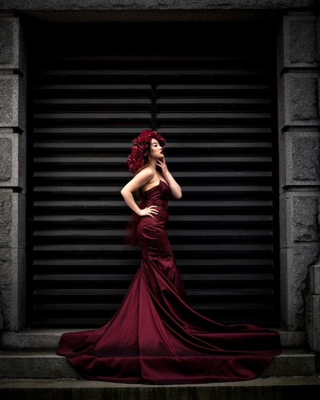 Цирк, облечен в скъпа рокля или любов?