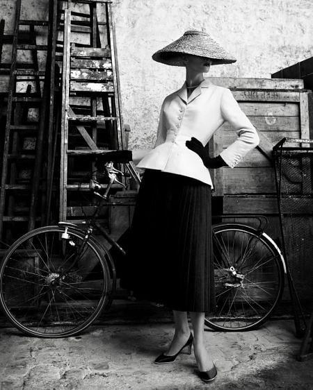 "Модни ретроспекции: Легендарното сако ""Bar Jacket"" на Dior"