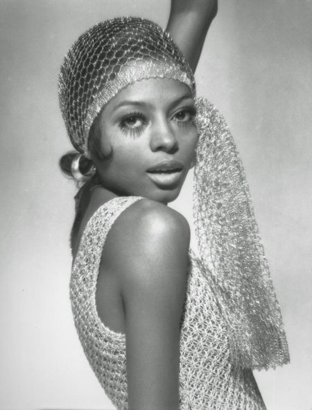 Diana-Ross-1920s-Inspired-Scarf-Hoops