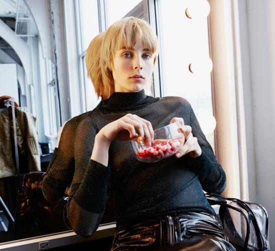 Еди Кембъл стана рекламно лице на есенната кампания на H&M STUDIO