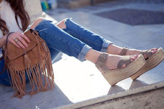 Преди края на лятото: Как да носим деним, подвит около глезените
