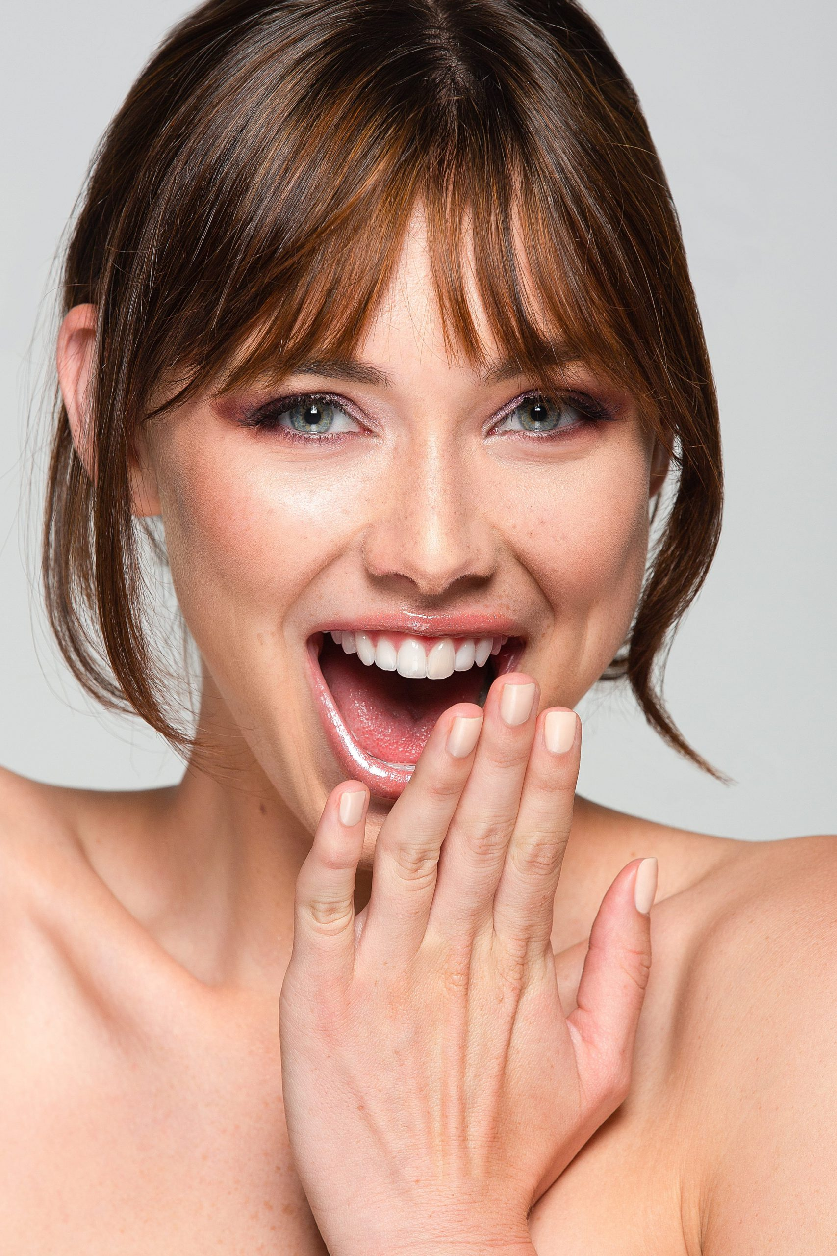 Хиалуроновата киселина – свързващото звено в кожата