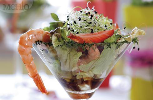 Вкус от морето: Коктейл от скариди, ягоди и… зелена салата