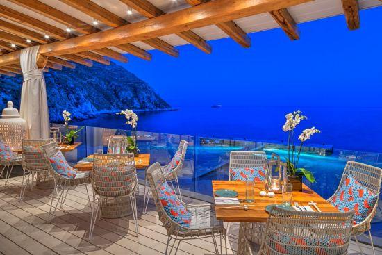 Buddha-Bar Beach на Миконос, където лятото продължава по-дълго