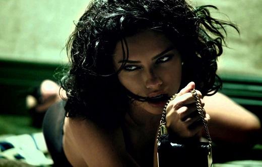 Адриана Лима – сексапилна и изтънчена в рекламата на Decadence