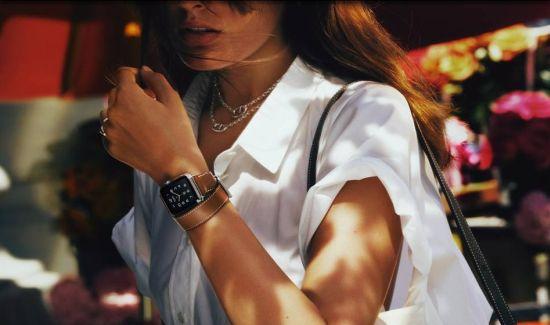 Първа модна колаборация за Apple