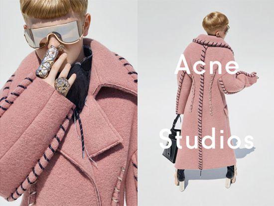 Кое е 11-годишното момче, което рекламира дамските дрехи на ACNE Studios?