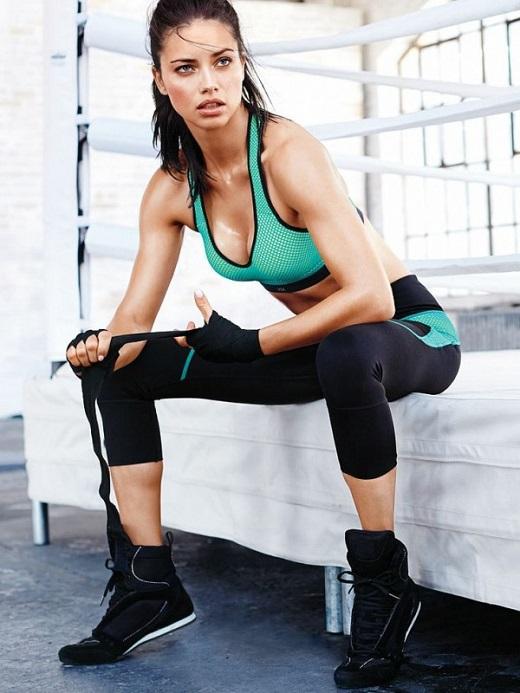 Adriana-Lima-legs-1