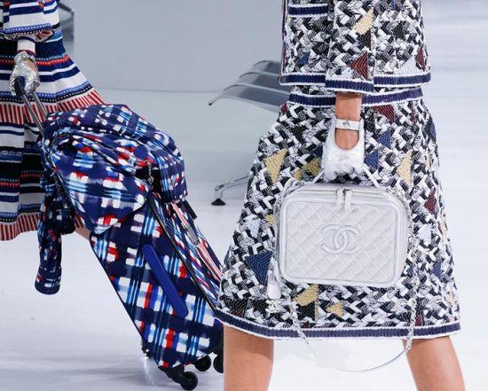 Must-have за размисъл: Дамска чанта или куфар, или и двете