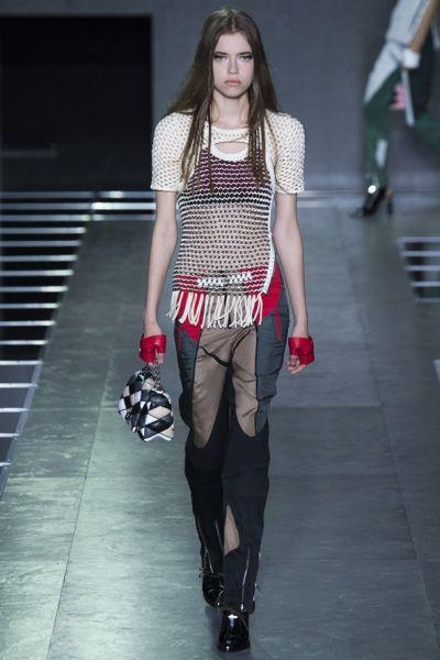 Louis Vuitton – момичета от компютърни игри и новите чанти на марката
