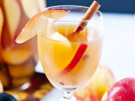 Днес приготвяме: Канелено-ябълкова сангрия