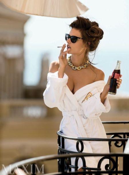 Алесандра Амброзио за зимния Maxim – лято и лукс от бреговете на Монте Карло