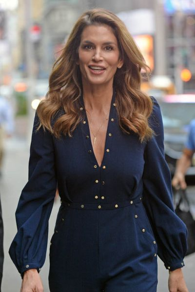 INF - Cindy Crawford Arrives at Good Morning Ameria