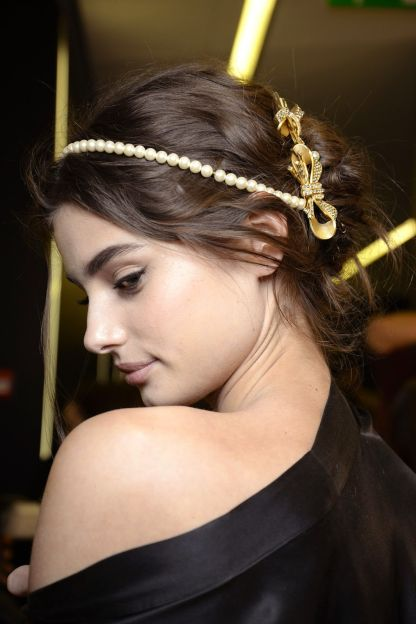 dolce-and-gabbana-winter-2016-women-fashion-show-backstage-28-zoom