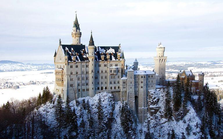 Пепеляшка на туризъм в пет замъка в Европа