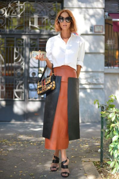 white-shirt-outfit-ideas-work-two-tone-leather-skirt-getty-images-h724