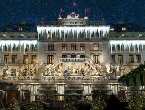 За блясъка и приказките: Най-интересните коледни украси на известни хотели по света
