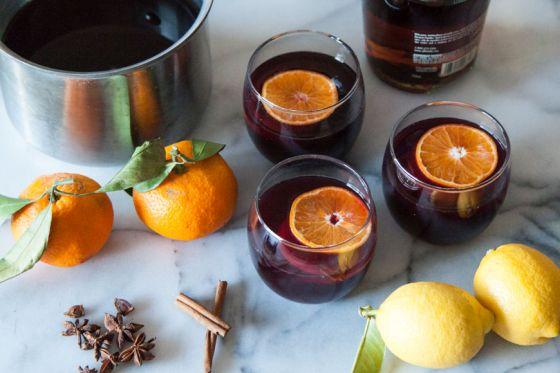 """Как да си приготвим: """"Пикантно"""" вино с аромат на портокали и канела"""