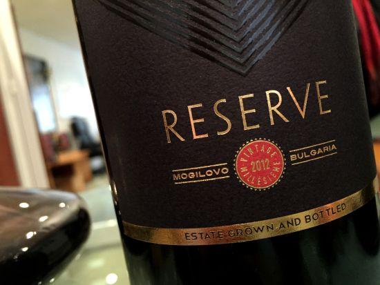 Три червени вина за коледната трапеза, в които откриваме магия, елегантни нотки и много финес