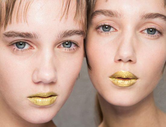 weirdest_beauty_trends_gold_makeup