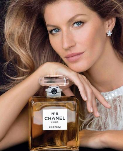 Магнетичната Жизел Бюндхен в една необикновена кампания на Chanel