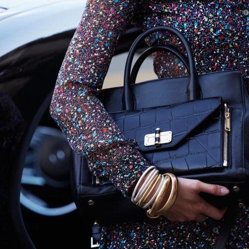"""""""DVF Secret Agent"""" – чантата, филмът и Карли Клос"""