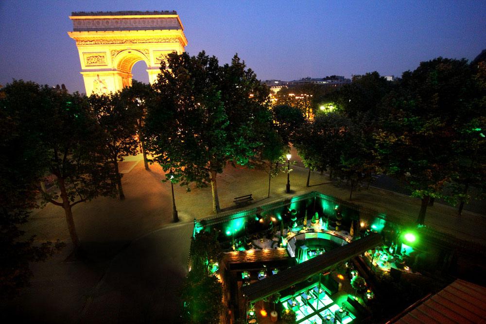 L'arc в Париж по дизайн на Лени Кравиц