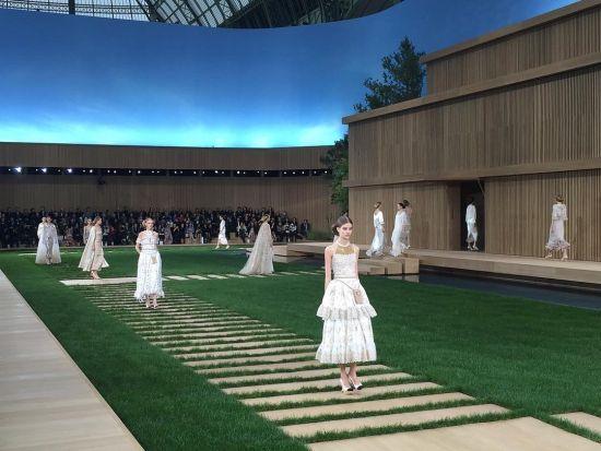 Градините на Chanel и новата колекция висша мода на Лагерфелд