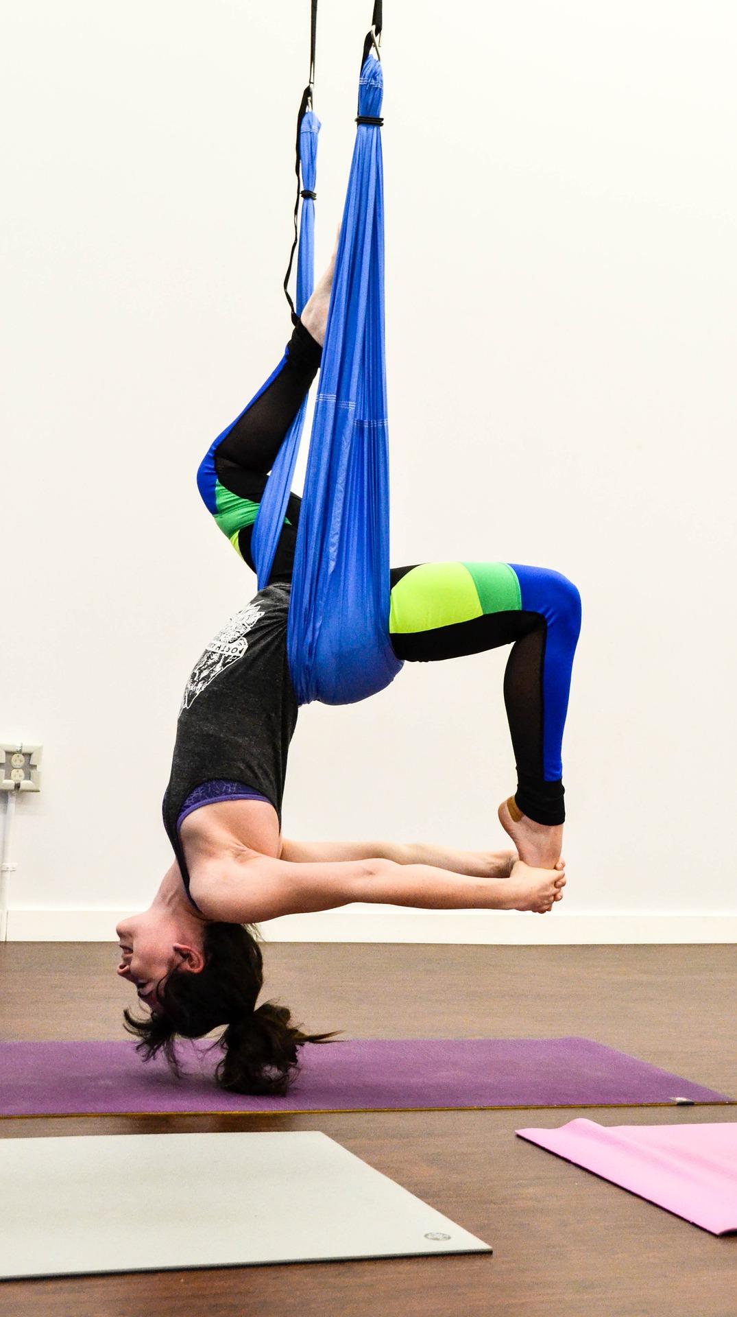 Когато ви е трудно да се движите, опитайте да полетите… с въздушна йога
