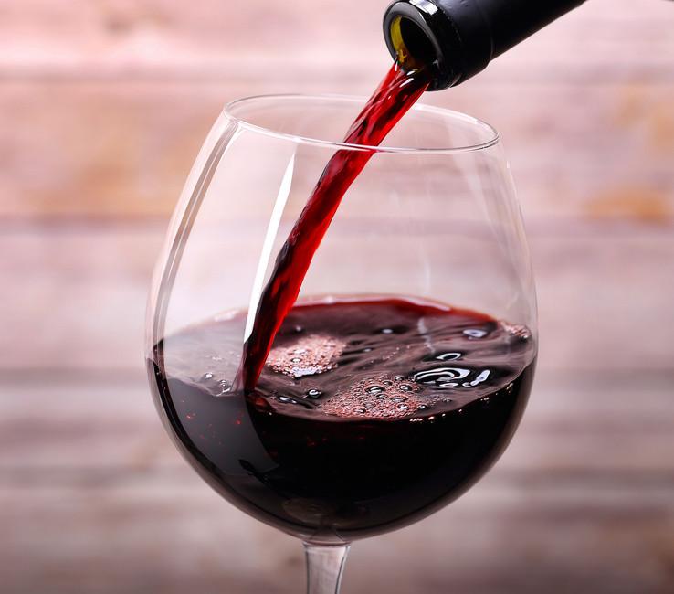 Чаша червено вино на ден пази лекаря далеч от мен