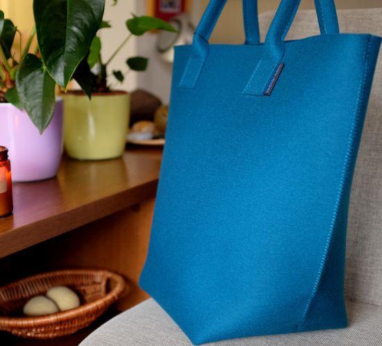 Цветните дамски чанти от естествена вълна – нов обект на желанията от Yamabahari