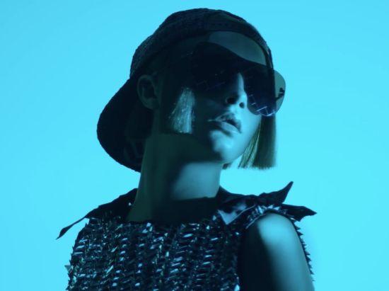 Завръщането на Кара за Chanel