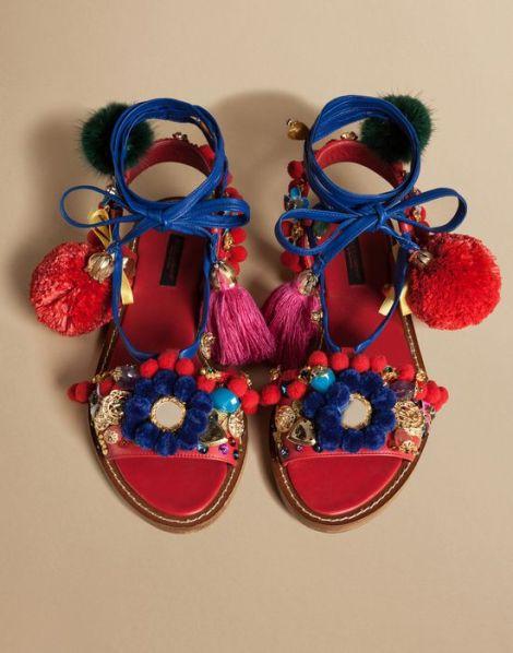 Dolce & Gabbana отново създадоха смут с името на чифт сандали от новата си колекция