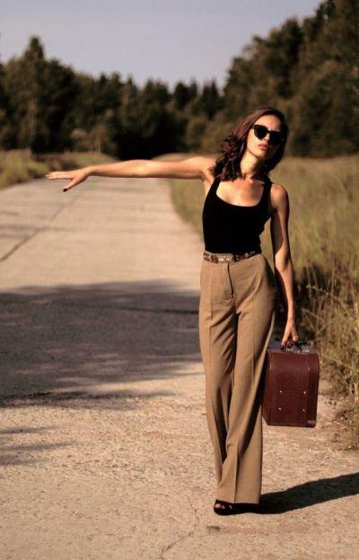 Широки, дълги панталони – как да ги носим и как да им се наслаждаваме