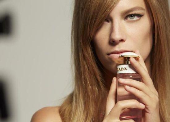 Тази пролет в нашата редакция: Пет парфюма, които миришат на добро настроение, цветя, любов…