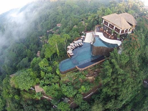 Außenansicht mit Pool des Hanging Gardens Ubud