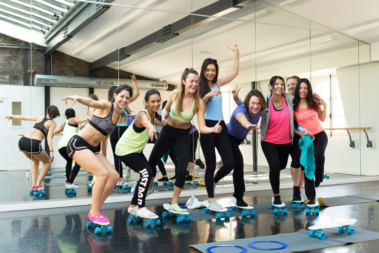 Новата фитнес мания: скейтборд за стройна фигура