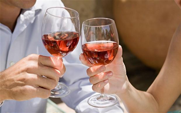 Във виното е истината, а поезията – в чаша розе!